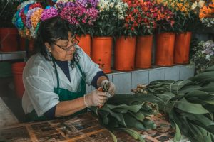 peru market tour flowers