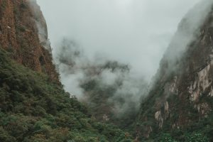 aguas calientes misty mountains