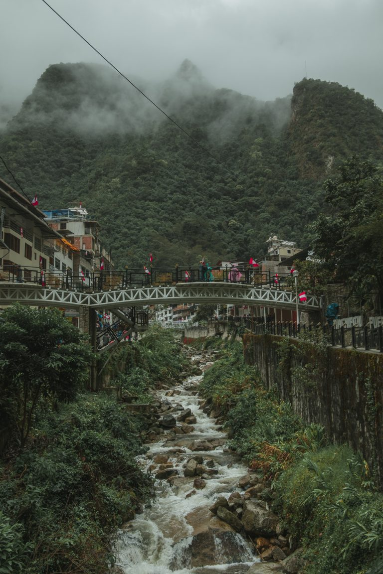 aguas calientes bridge river