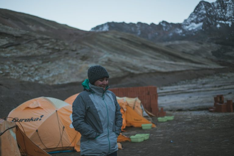 rainbow mountain base camp flashpack tour morning